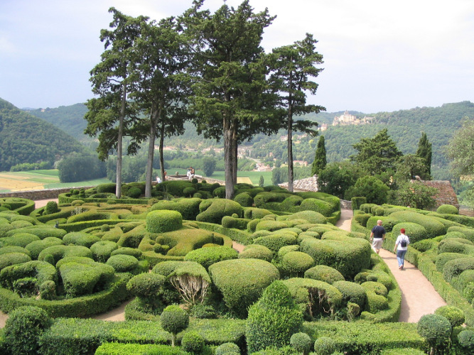 The Gardens of  Marqueyssac are filled with a unique style of topiary and there are lovely woodland walks and picnic areas.  The view point high above the river gives a spectacular panorama of the area.  It is an easy walk from Castelnaud.